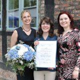 Die drei Besten des 7. Young Professionals' Awards Logistics: Maja Diesinger (HFH), Friederike Schwabe (Helmut-Schmidt-Universität; Platz 1), Jana Kownatzki (HFH) (v.l.n.r.). (Foto: Logistik-Initiative Hamburg, Andreas Fromm)